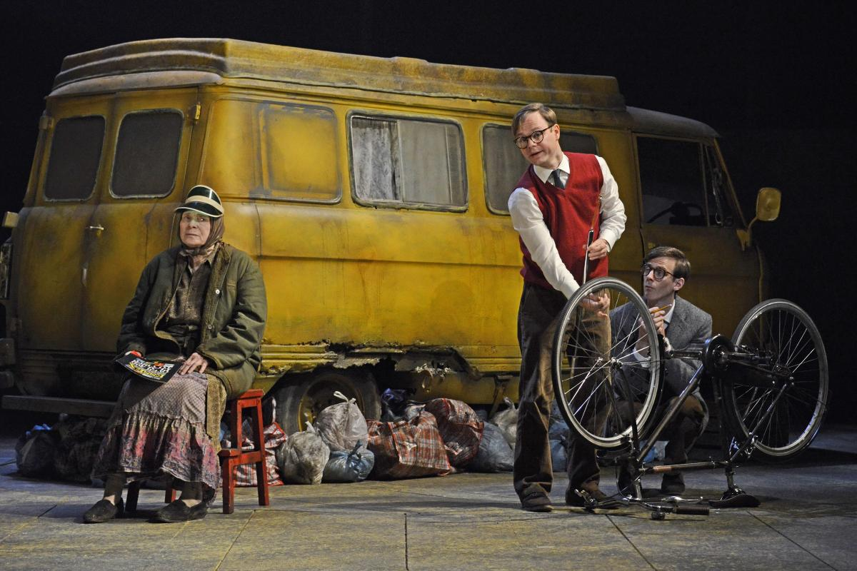Sara-Kestelman-Sam-Alexander-James-Northcote-in-The-Lady-in-the-Van-at-Theatre-Royal-Bath-CREDIT-Nobby-Clark